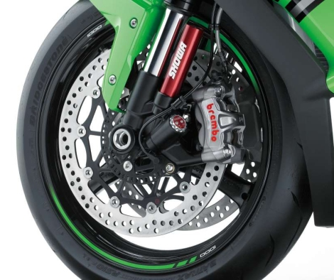 Brembo monoblocs and nitrogen canisters on each fork. It's a boy racer's wet dream up-front.