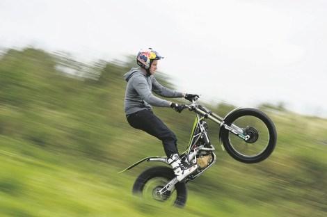 Dougie Lampkin, Isle of Man, TT, Wheelie
